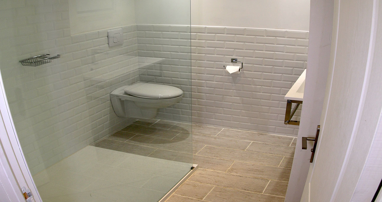 garden-room-1292x683_bath01_02